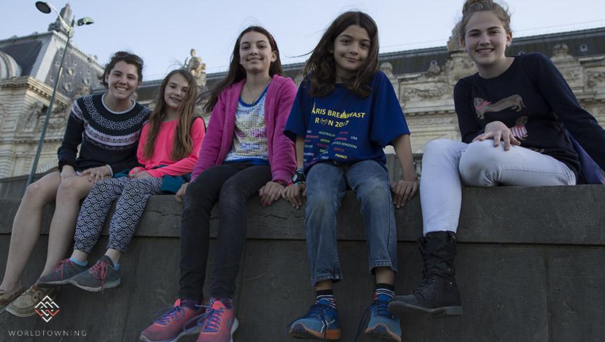 Travel kids in Paris